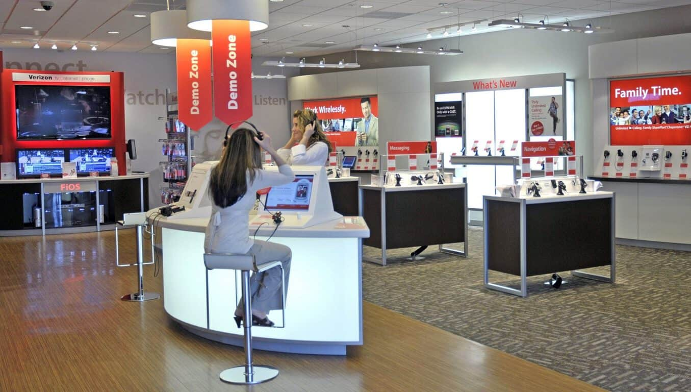 Verizon-Wireless-store-interior-001