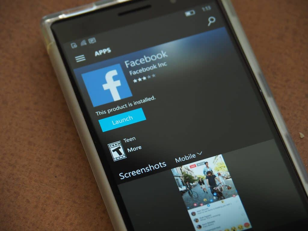Facebook Windows 10 Mobile Featured