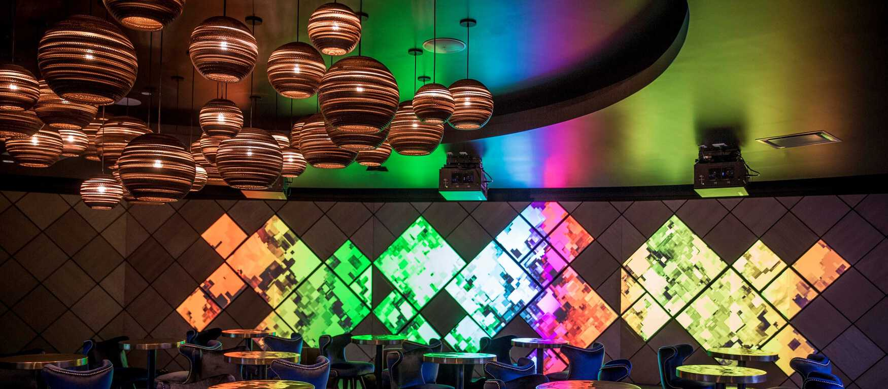 Check out the new microsoft lounge at l. A. Live - onmsft. Com - june 28, 2017