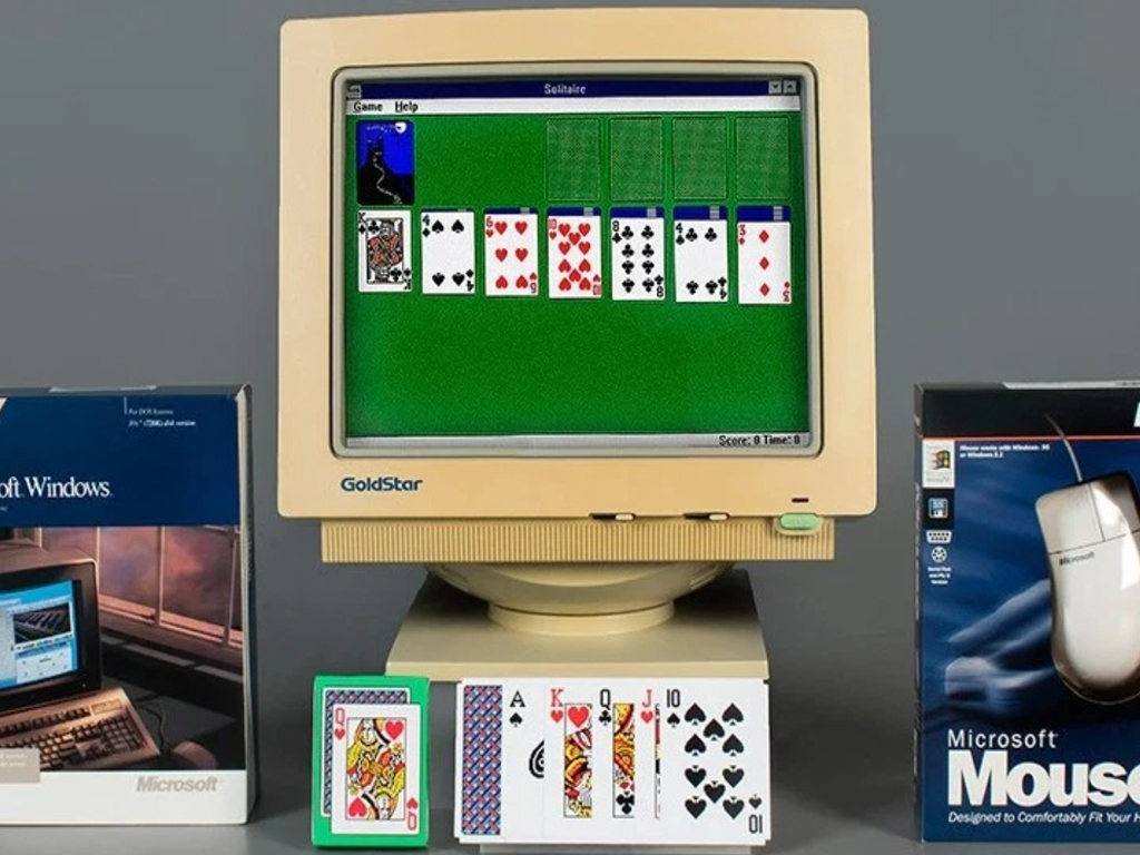 Windows Solitaire video game on an old Windows computer