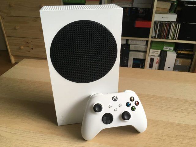 Xbox Series S With Controller 2