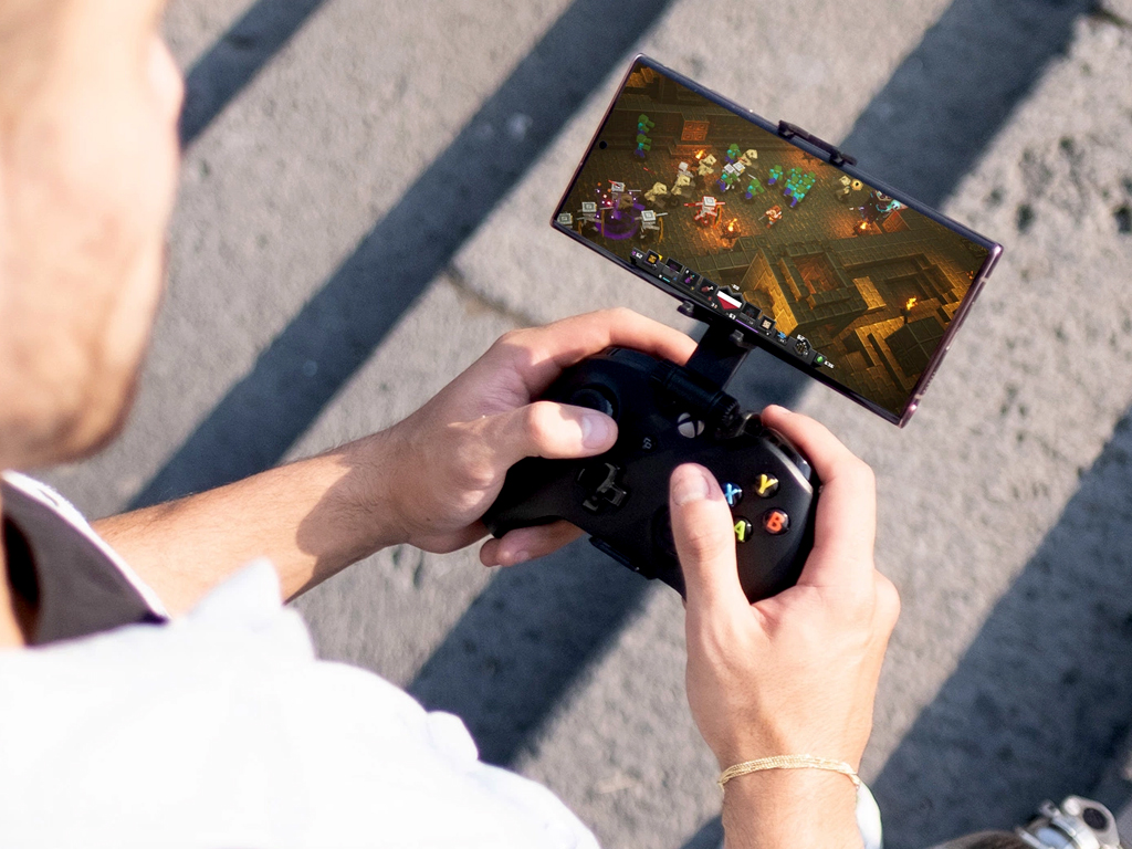 Xbox cloud gaming on Android smartphone.