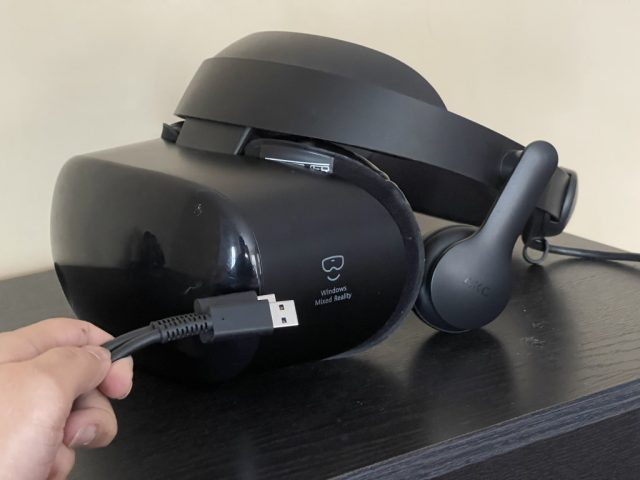 Samsung Hmd Odyssey + Windows Mixed Reallity Headset Side