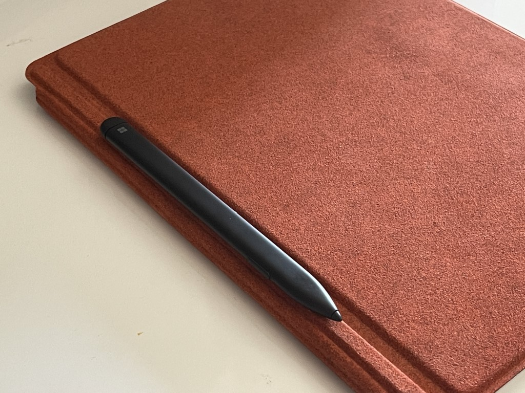 Surface slim pen side of type cover