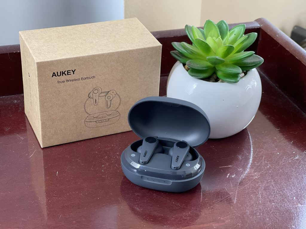 Aukey-earbuds-case